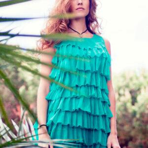 Vestido corto de gasa de tirantes con volantes color turquesa